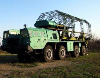 Автомобілі МАЗ -537 зі спеціальними причепами для транспортування та завантаження ракет у шахти3